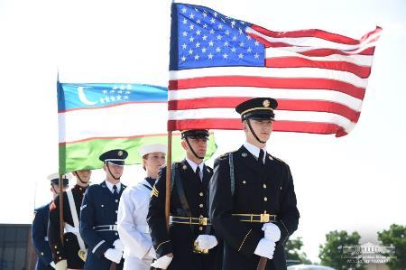 Флаги США и РУз 2